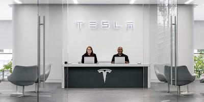 Tesla falls in employee ratings after hardship