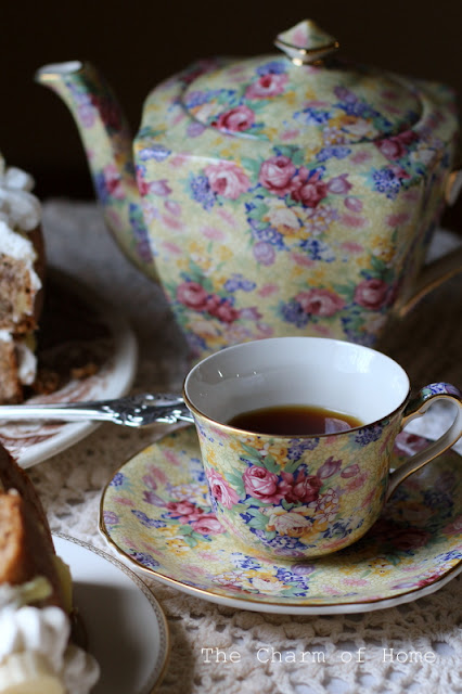 Baking Vintage Tea: The Charm of Home
