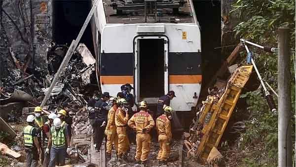 News, World, Train, Train Accident, Death, Minister, Resignation, Police, Custody, Taiwan train crash: Lorry boss offers 'deep remorse'
