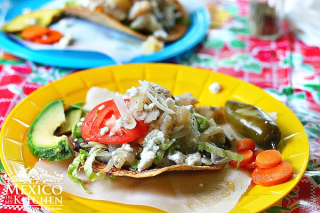 Tostadas de pata de res cow's feet recipe