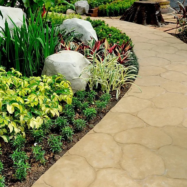 walk area in landscaping