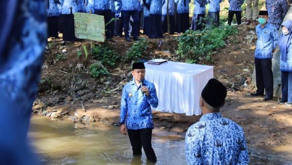 243 PNS Kota Bogor Diambil Sumpah di Pinggir Sungai Cikeas