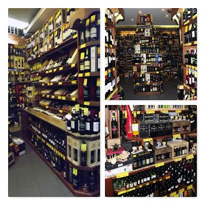 prateleiras de vinhos da mercearia Cabaz do Infante