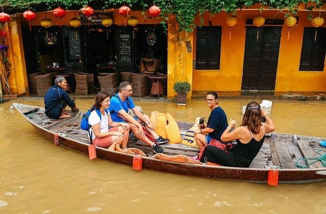 Thuê xe Đà Nẵng đi Hội An mùa lũ lụt