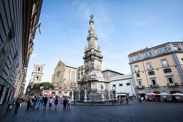 Piazza del Gesù nuovo e chiesa di Santa Chiara-Napoli