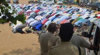 भारी पड़ा मोदी का आदेश न मानकर मस्जिद में भीड़ लगाना