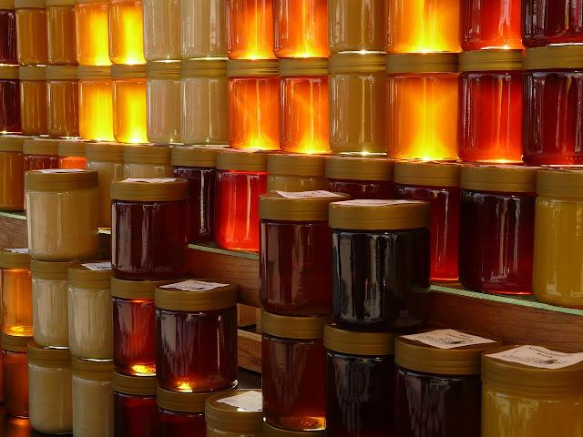 Πωλείται μέλι ερείκης, κωνοφόρων και ανθέων στην Πάτρα