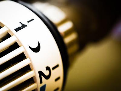 Närbild på termostat på element