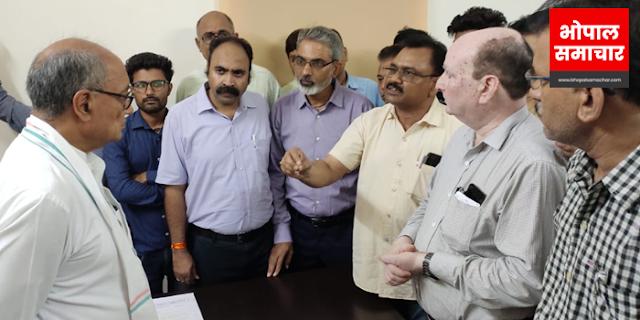SAPAKS कर्मचारी दिग्विजय सिंह से मिले: बताया आपके कानून का कितना दुष्प्रभाव हुआ