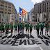 «Αντίο, Ισπανία!»: Χιλιάδες άνθρωποι στη Βαρκελώνη, υπέρ του δημοψηφίσματος για την ανεξαρτησία της Καταλονίας (εικόνες)