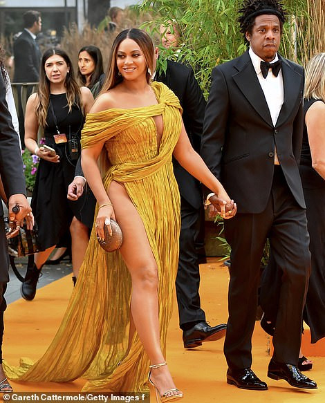 Beyoncé Nearly Destroyed Internet As She Commands Attention In A Gold Asymmetric Gown - See Photos