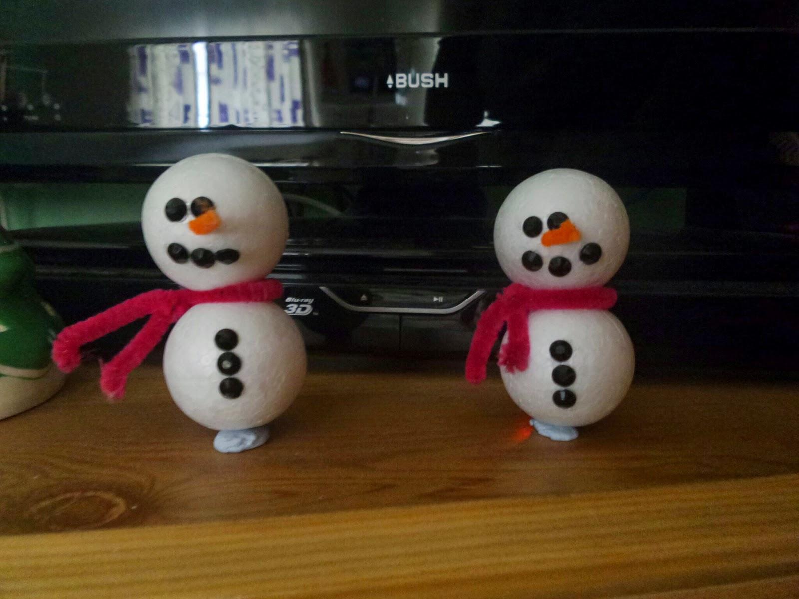 Polystyrene ball snowmen