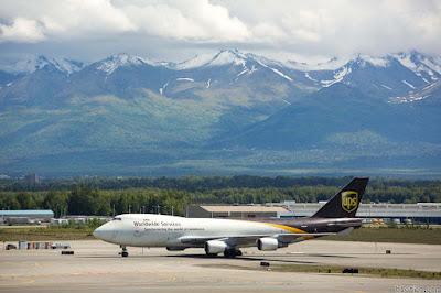 máy bay đậu trên sân bay Anchorage- Alaska