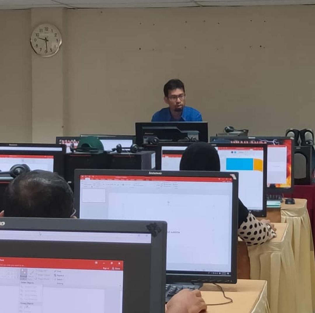 Latihan Microsoft Powerpoint Bersama Warga Pendidik Kolej Komuniti