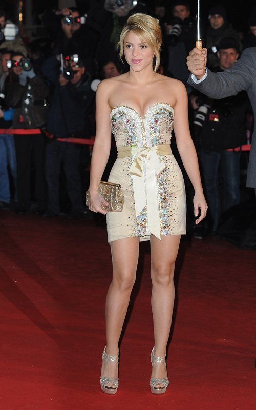 Shakira in pantyhose are going