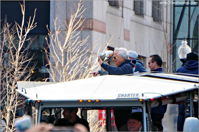Robert Kraft en el Desfile de los Patriots por la Celebración de la Super Bowl LIII