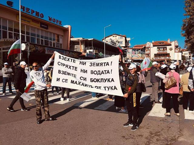 Граждани от Черноморец и Атия затвориха пътя за Созопол