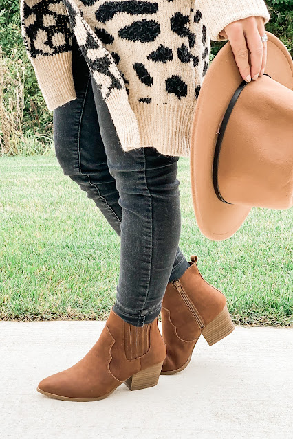 Brown Booties are the perfect fall wardrobe staple. #fall #wardrobestaples #brownbooties