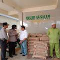 Jum'at Berkah, Masjid As Salam Terima Bantuan Material Bangunan Dari Polresta Pekanbaru