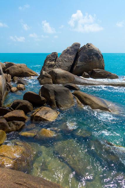 Скалистое побережье острова Самуи