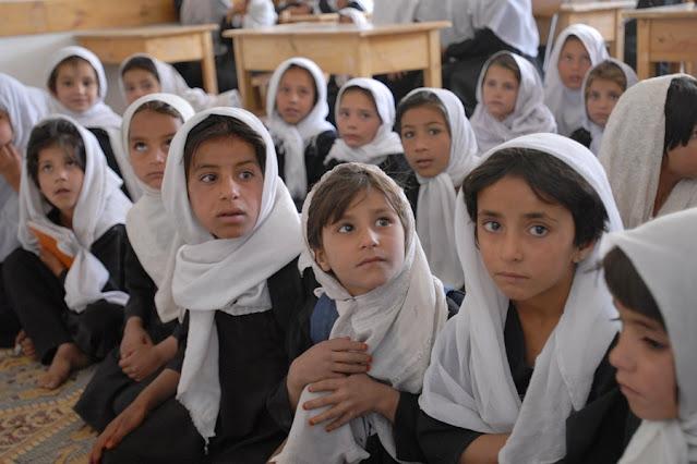 Presença de Talibã no Afeganistão prejudica acesso de mulheres à educação