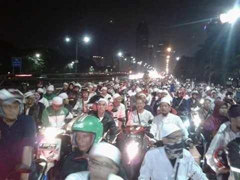 Rayakan Takbiran, Ribuan Umat Turun ke Jalan Lawan Larangan Ahok
