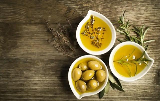 Minyak Zaitun - Bahan Pelembab Wajah Alami