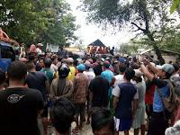 <b>Pupuk Langka, Masyarakat Petani di Desa Sondosia Blokir Jalan</b>
