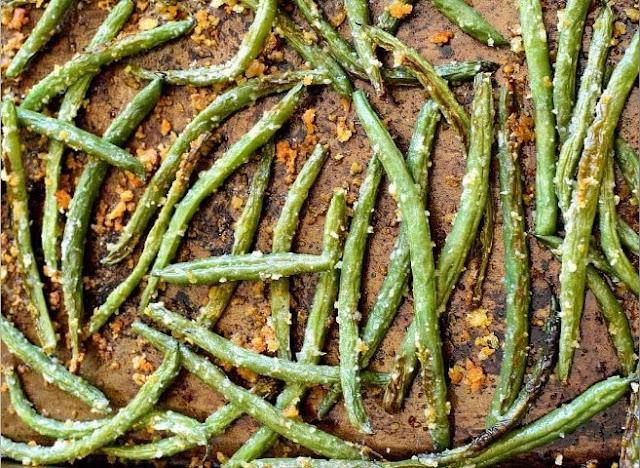 Roasted Green Beans with Parmesan and Basil #vegetarian #sidedish
