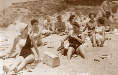 IX Campeonato de España Femenino 1965, ajedrecistas en la playa