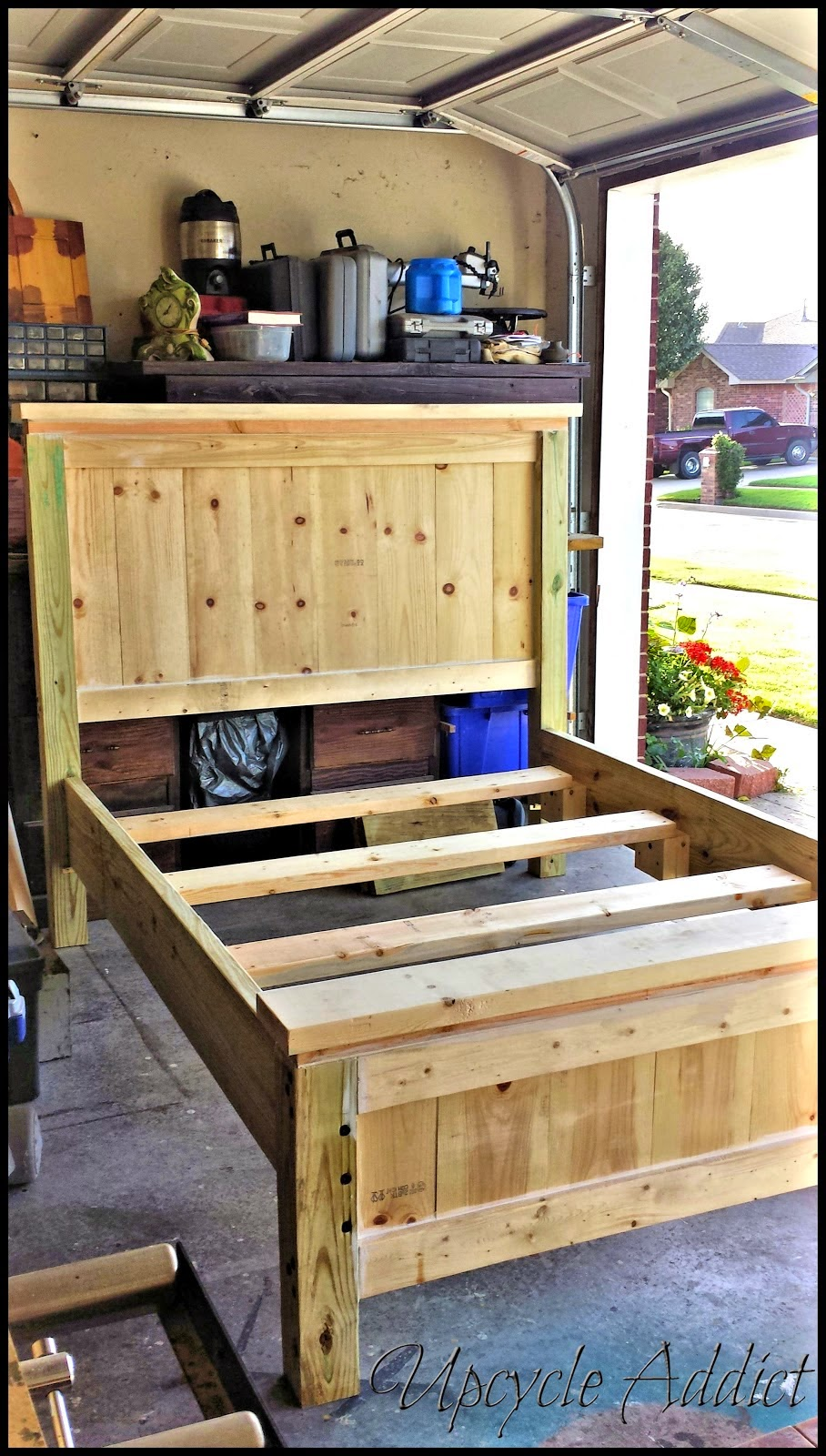 http://www.upcycleaddict.com/2014/07/i-built-my-son-bed-oh-yeah.html