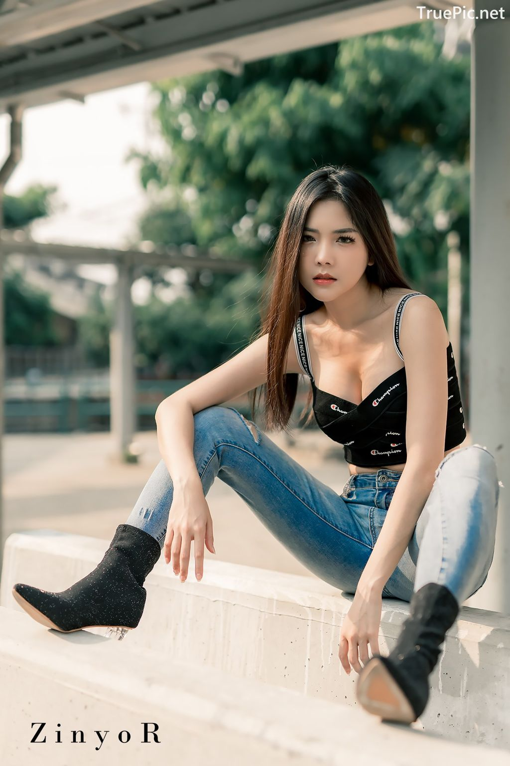 Image-Thailand-Model-Phitchamol-Srijantanet-Black-Crop-Top-and-Jean-TruePic.net- Picture-3