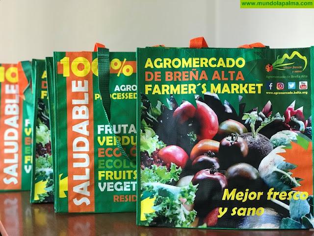 El Agromercado de Breña Alta impulsa el uso de bolsas reutilizables para colaborar en la erradicación del plástico