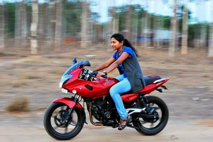 Jharkhand Girl Wallpaper Indiagirlsonbike Women Empowerment Of India Indian Lady