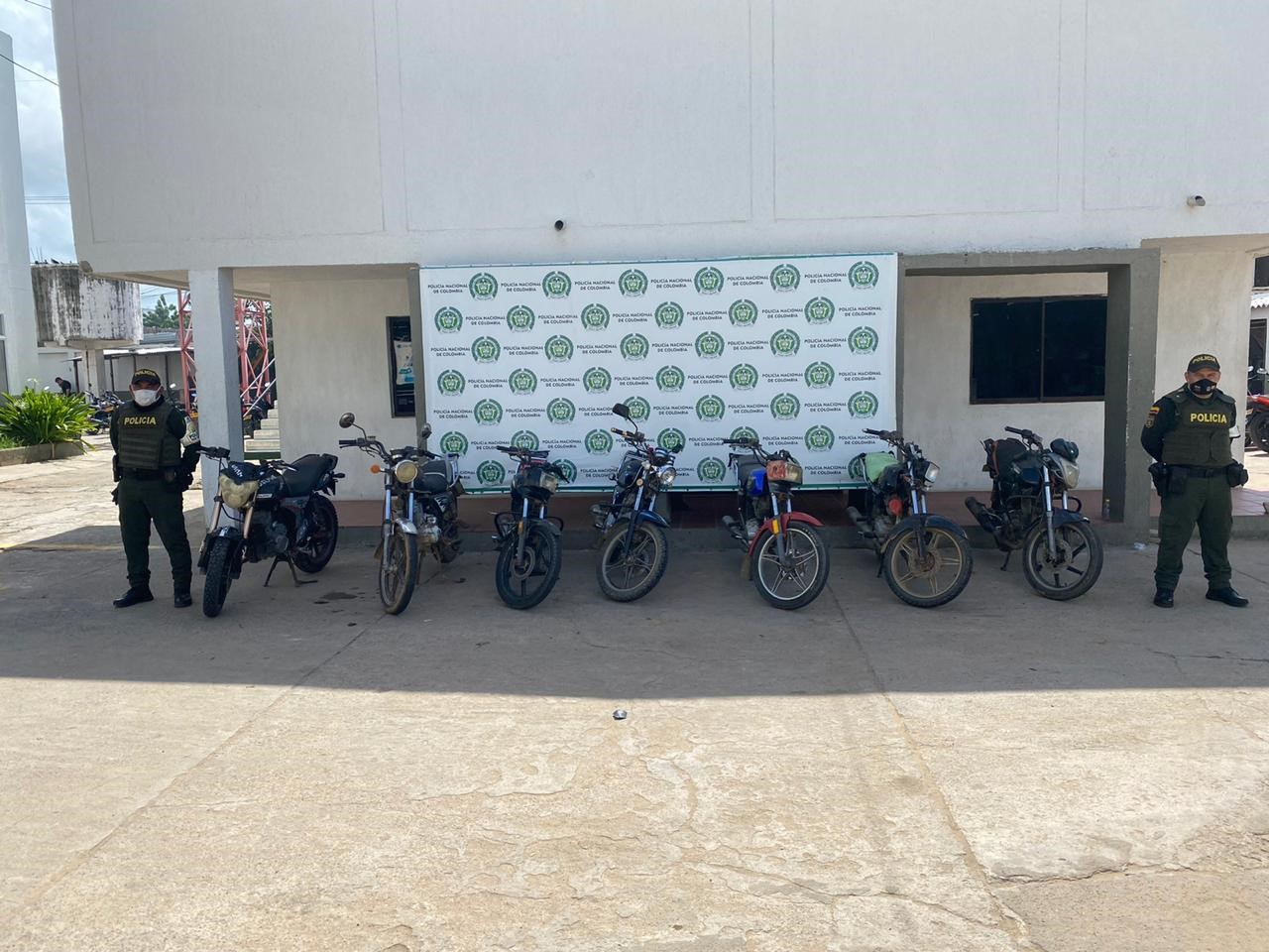 hoyennoticia.com, En Maicao: nueve motos y cuatro vehículos sin documentos se incautó la Policía