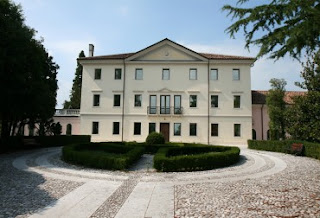 The Villa Saccomani is one of five Venetian villas around the small town of Pasiano di Pordenone