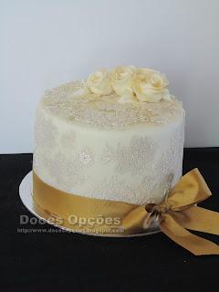bolo aniversário renda comestivel