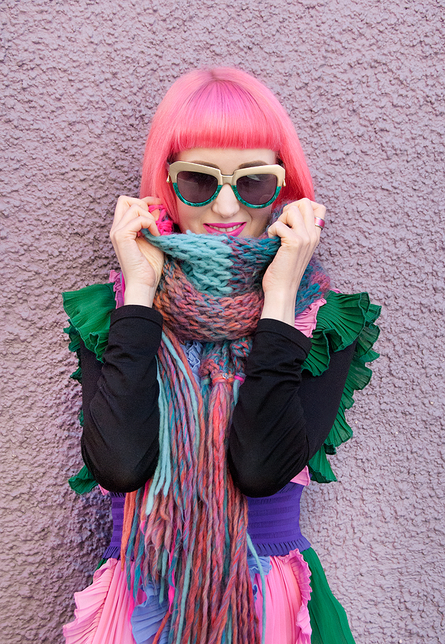 knitted scarf, pink hair, winter style