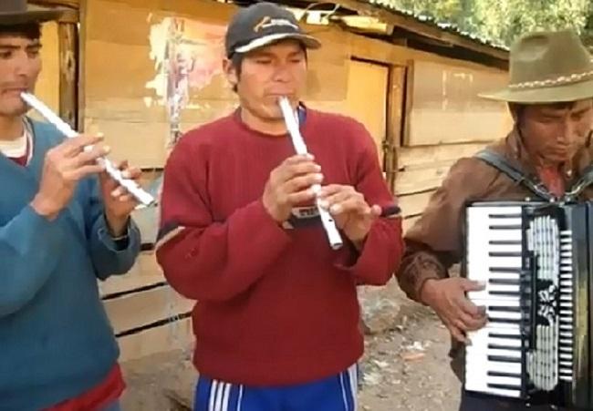 Quenas de metal de Cusco