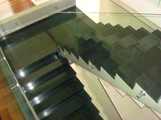Escadas de granito veja diferentes tipos de granitos for Tipos de encimeras de granito