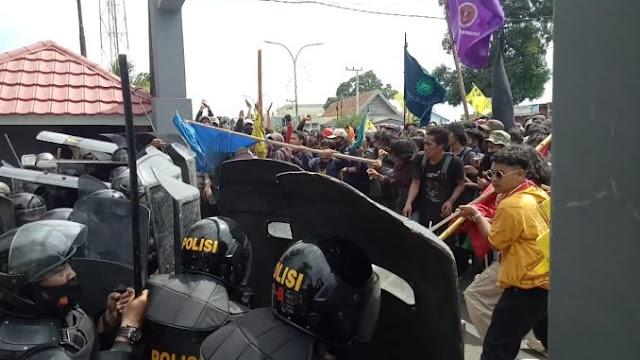 Beringasnya Demo Tolak Omnibus Law di Parepare: Gas Air Mata Vs Batu!