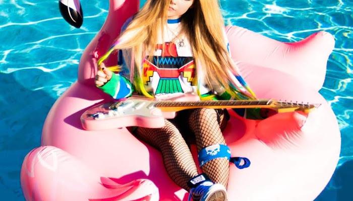 Music Server: La voz eternamente femenina de Avril va bien con la canción de Mod Sun