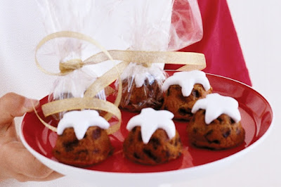 Mini chocolate Christmas cakes Recipe