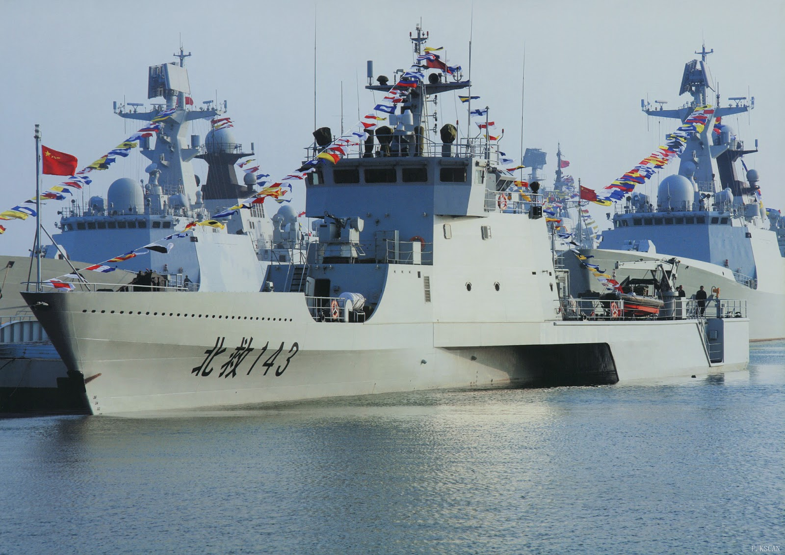 China Defense Blog: The mystery of PLAN's new trimaran boat