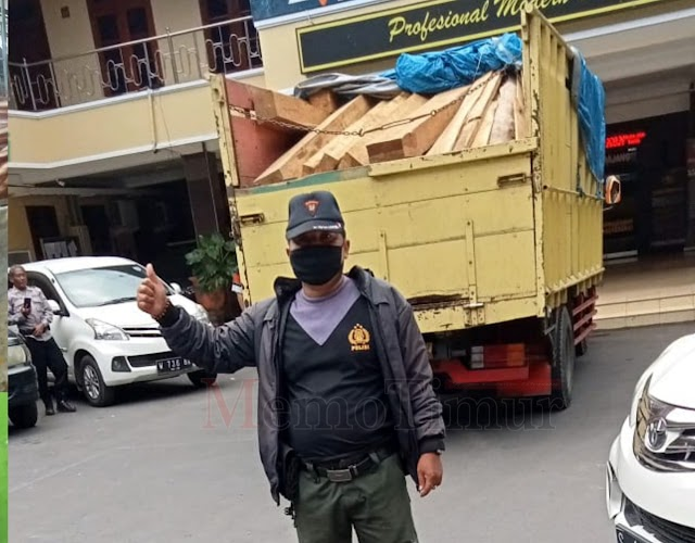 Polisi dan Perhutani Amankan 2 Truck Kayu Jati Curian