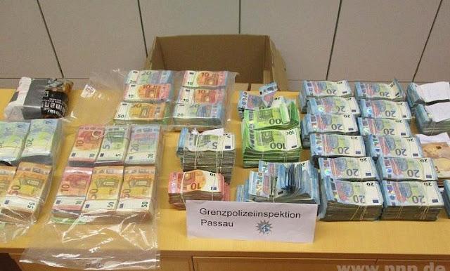 بالصورة...شرطة ألمانيا تعثر على مبلغ 1.1 مليون يورو في سيارة يقودها شاب سوري وبرفقته شابة مغربية اقرأو التفاصيل⇓⇓⇓