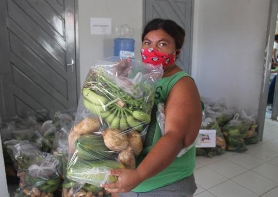 Prefeitura distribui mais de 5 toneladas de alimentos as famílias do Cras Manoel Maria em Caraúbas