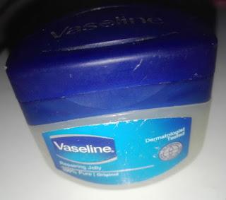 Cara Mengobati Bibir Kering Pecah Pecah Dengan Vaseline
