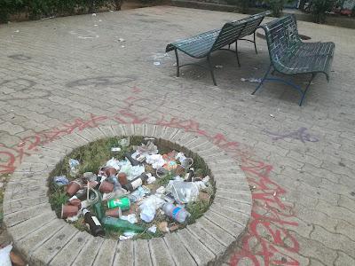 I cercini della villetta di Piazza Turba ricolmi di rifiuti