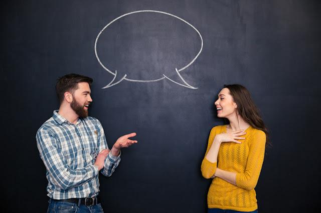 Pessoas a conversar